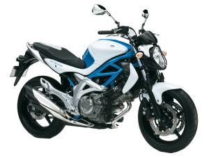 Moto Suzuki-Gladius à Tahiti